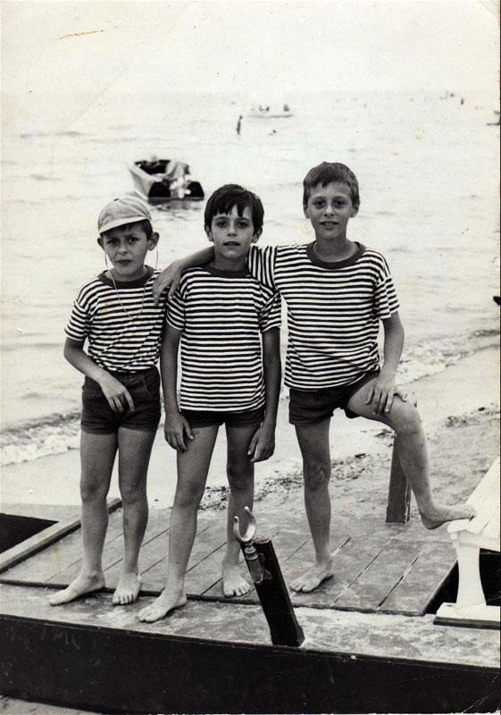 dario-marco-e-paolo-malaguti-a-pinarella-colonia-est-di-casaglia-nel-1967.jpg